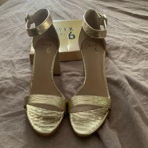 New! Gorgeous gold high-heal sandals